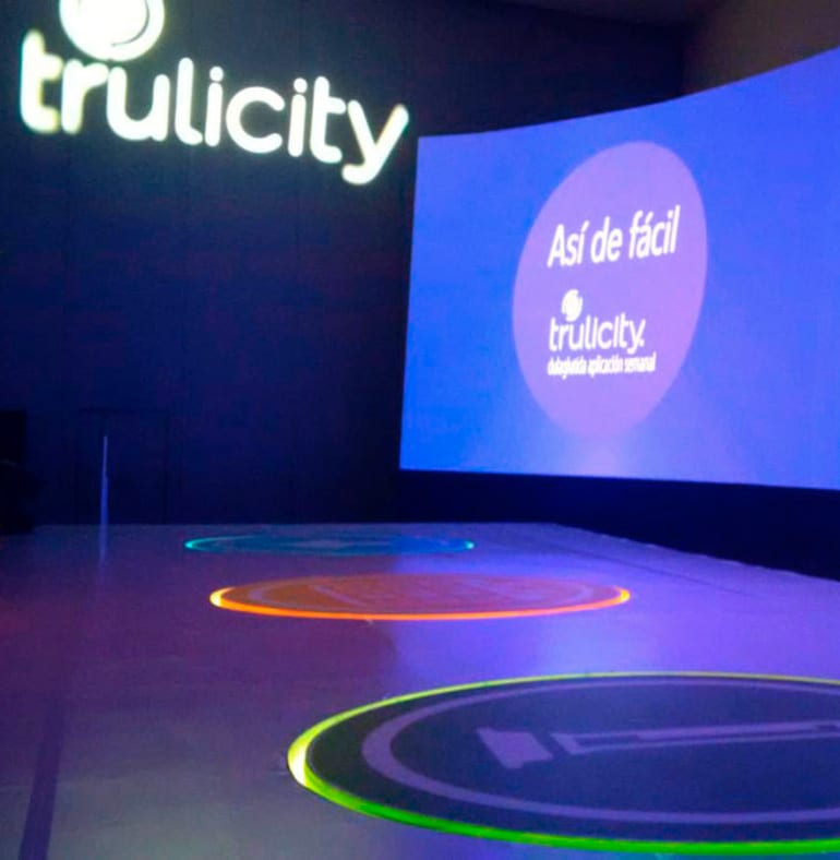 SATmexico-dmc-meetings-events-backdrop-stage-light-projection-branding-lilly-trulicity