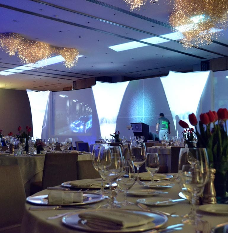 SATmexico-dmc-events-mexico-20th-anniversary-daimler--dinner-set-up-screen-lights