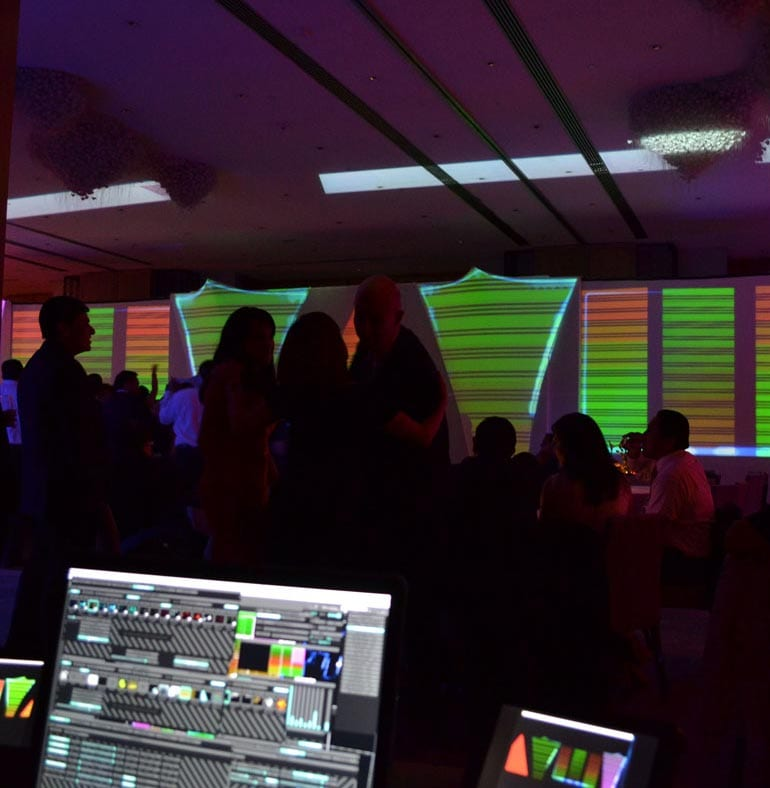SATmexico-dmc-events-mexico-20th-anniversary-daimler-lights-set-up-effects