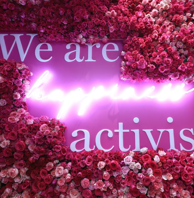 ATmexico-dmc-events-production-lancome-mexico-city-flowers-backdrop-neon-sign